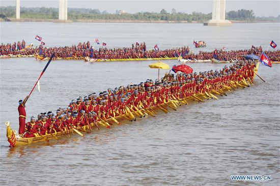 Cambodia breaks Guinness World Records, recording longest dragon boat