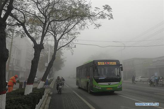 Thick fog hits China's cities
