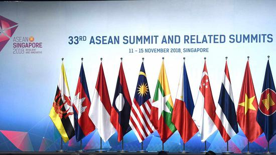 Premier Li calls to promote free trade at 21st ASEAN '10+3' Summit