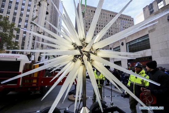 New Swarovski star tops Rockefeller Center Christmas tree