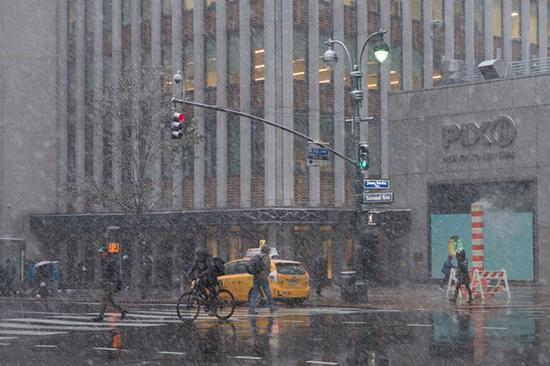 First snow falls in New York City