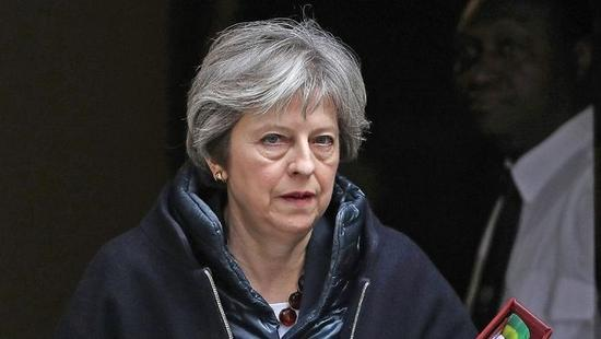 British PM set to press ahead with Brexit plan despite political crisis
