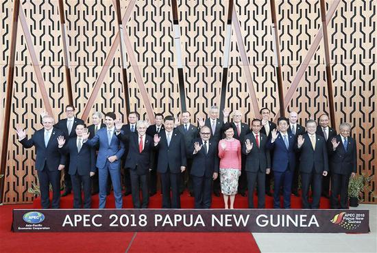 Chinese President Xi Jinping (L5, front) and other leaders and representatives from APEC member economies pose for a group photo ahead of a dialogue between APEC leaders and representatives from the APEC Business Advisory Council in Port Moresby, Papua New Guinea, November 17, 2018. (Photo/Xinhua)