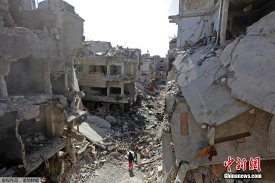 Dozens of civilians killed in coalition strikes on ISIL in Syria