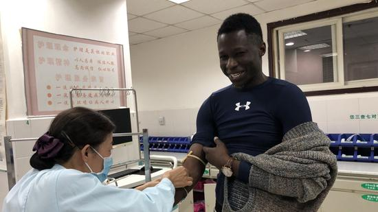 Blood donated by African students helps save patient in northeastern China