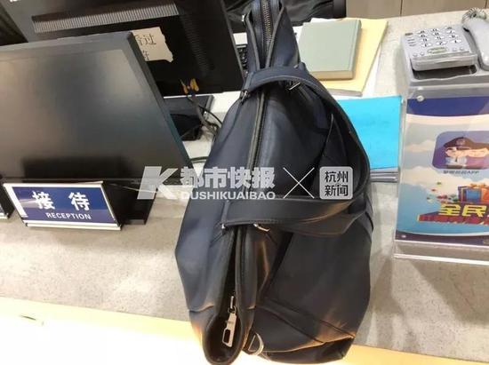 The bag found by Lu. /Photo via Dushikuaibao