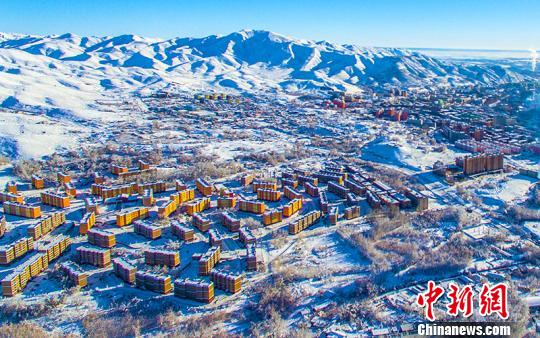 Northern Xinjiang launches helicopter tours to boost winter tourism
