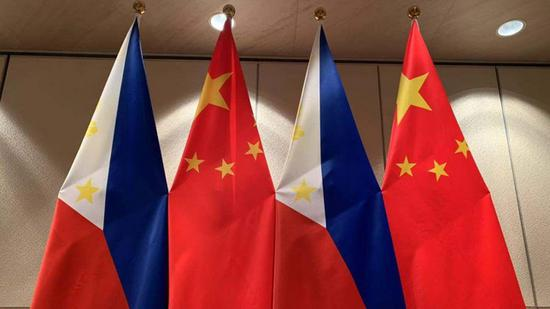 Chinese President Xi Jinping meets Philippine parliament leaders