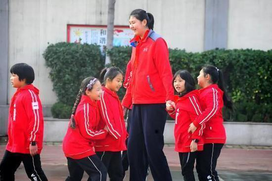 11-year-old Chinese girl stands 2.1 meters tall and growing