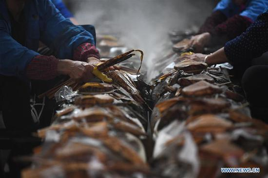 Traditional rice wine brewing seen in east China's Shaoxing