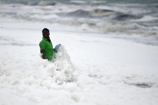 Sticky piles of foam plaguing sea in India