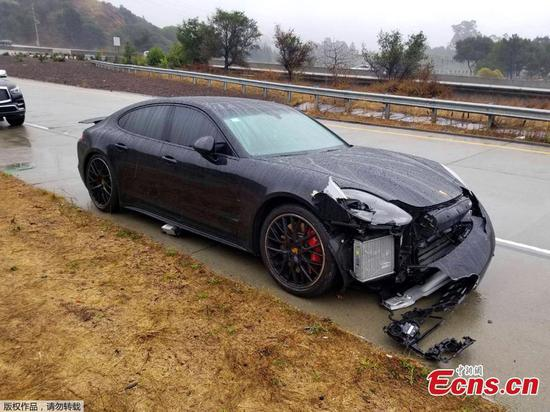 NBA star Curry not hurt in multi-car crash