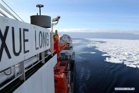 Icebreaker Xuelong enters floating ice field in Southern Ocean