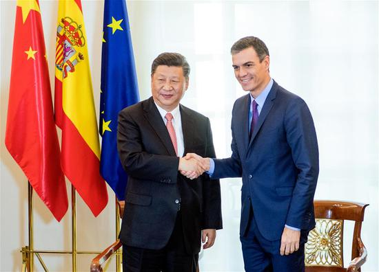 Chinese President Xi Jinping (L) meets with Spanish Prime Minister Pedro Sanchez in Madrid, Spain, Nov. 28, 2018. (Xinhua/Li Xueren)