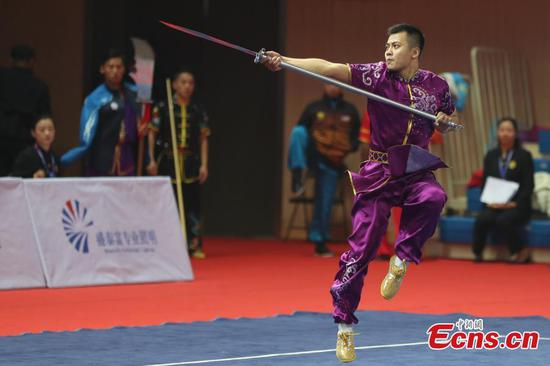 Kungfu masters show stunts at wushu championship in Nanjing