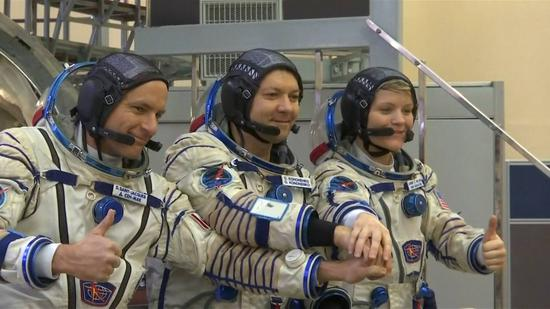 Astronauts ready to go ahead of launch to ISS. (CGTN Photo)