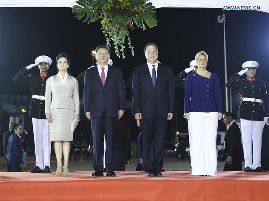 Chinese President Xi Jinping (2nd L Front), his wife Peng Liyuan (1st L Front), Panamanian President Juan Carlos Varela (2nd R Front) and his wife Lorena Castillo Garcia (1st R Front) attend a grand welcoming ceremony Juan Carlos Varela held for Xi Jinping in Panama City Dec. 2, 2018. President Xi Jinping arrived here on Sunday for a state visit to Panama. (Xinhua/Xie Huanchi)