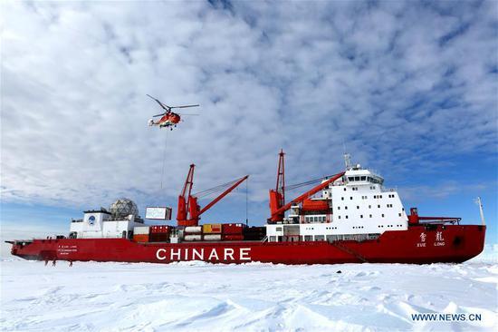 研究破冰船雪龙抵达南极的中山站