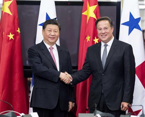 Chinese President Xi Jinping (L) holds talks with his Panamanian counterpart Juan Carlos Varela in Panama City, Panama, on Dec. 3, 2018. (Xinhua/Li Xueren)