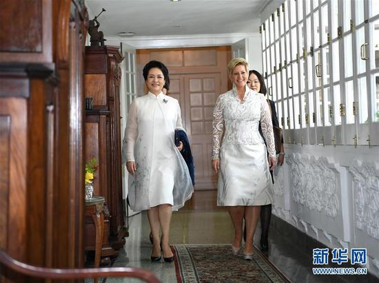 Chinese first lady Peng Liyuan (L) and Panama's first lady Lorena Castillo attend an HIV/AIDS prevention and treatment campaign in Panama City, Panama, December 3, 2018. (Photo/Xinhua)