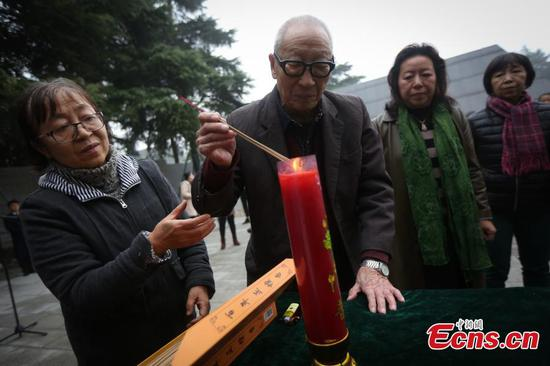 Family members mourn Nanjing Massacre victims