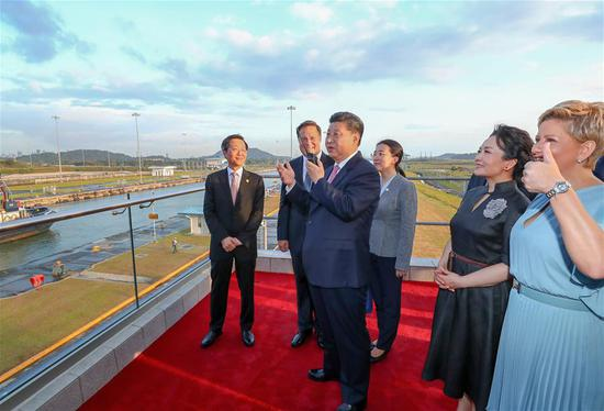 Chinese President Xi Jinping (3rd L) talks via interphone to the captain of Shipping Rose, a vessel of China Ocean Shipping Company (COSCO) which is waiting at the first locks of the Panama Canal, in Panama City, Panama, on Dec. 3, 2018. Accompanied by Panamanian President Juan Carlos Varela, Xi Jinping on Monday paid a visit to the new locks of the Panama Canal. Xi and his wife Peng Liyuan were greeted by Juan Carlos Varela and First Lady Lorena Castillo Garcia when they arrived at the waterway's new locks. (Xinhua/Xie Huanchi)