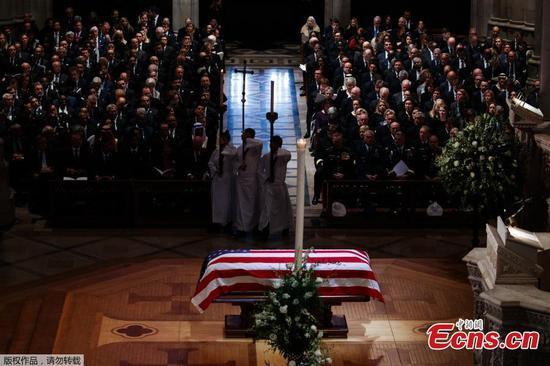 在欢笑和眼泪中,美国为第41届总统乔治·H·W·举行葬礼衬套