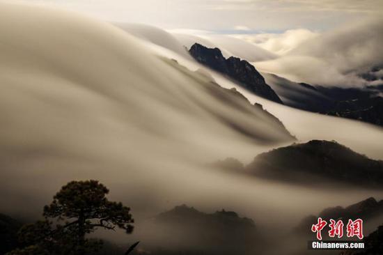 雨后黄山上空的云海