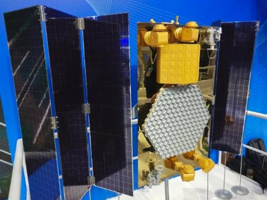 A mock-up shows parts of the planned Hongyan Satellite Constellation system. (Photo provided to China Daily)