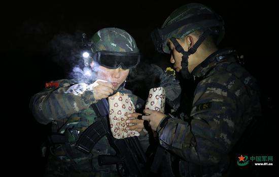 """武警在新疆举办""""地狱周""""培训"""