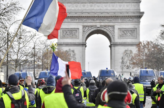 French President Macron prepares 'important announcements' to soothe public anger