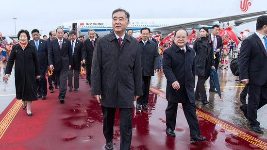 The delegation, led by China's top political adviser Wang Yang, receives a warm welcome at the airport in Nanning, south China's Guangxi Zhuang Autonomous Region, December 9, 2018. /Xinhua Photo