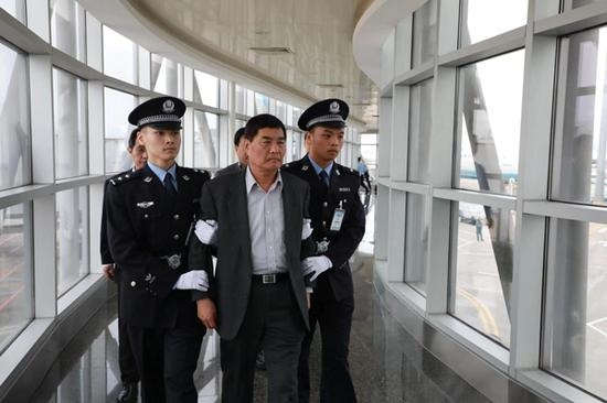 Zheng Dongqiang, former deputy head of Xiamen public security bureau, is one of the corrupt fugitives who have returned China to plead guilty.     [Photo/Chinacourt.org]
