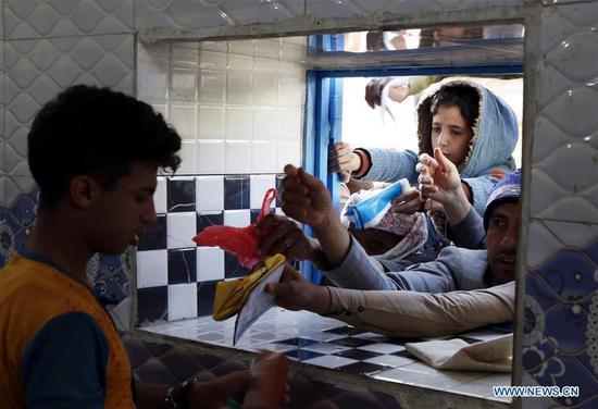 儿童每天吃一顿饭,也门人希望战争结束