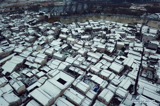 Cold wave brings snowfall to Hongcun Village, China's Anhui