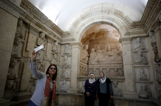Syrian antiquities chief accuses U.S. of looting artifacts in northern Syria