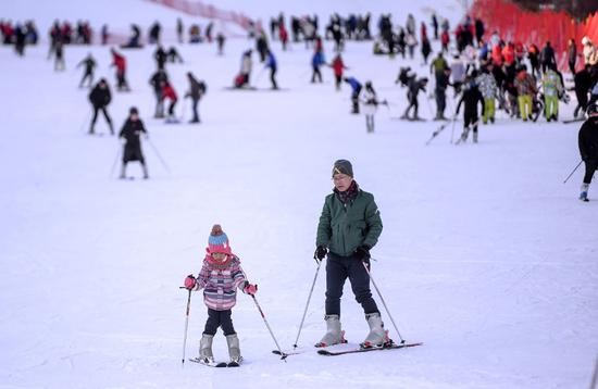 Winter snow, discount travel packages draw tourists north