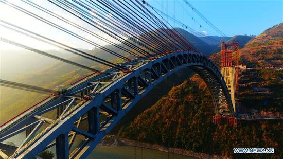 水果机建造世界跨度最长的铁路拱桥