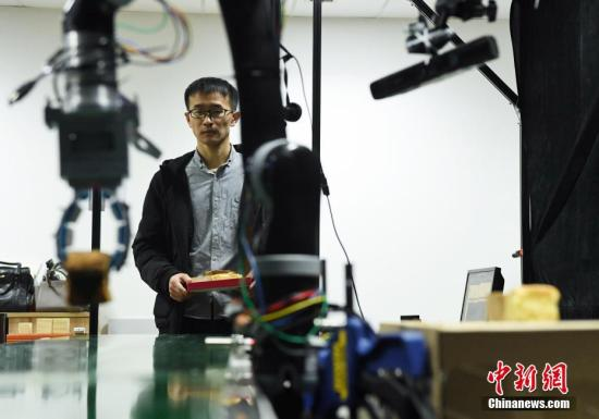 University unveils agile, low-cost robot gripper