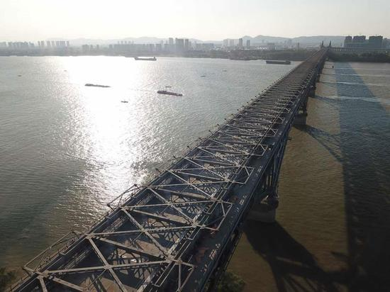 Nanjing Yangtze River Bridge to reopen by year's end
