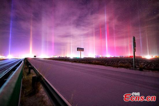 Dazzling light poles crop up in Qinghai