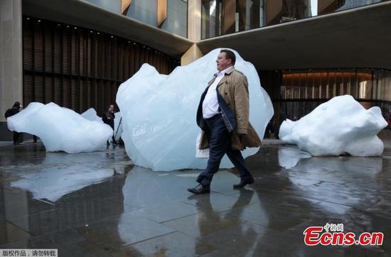 Blocks of glacial ice installed in London in Ice Watch