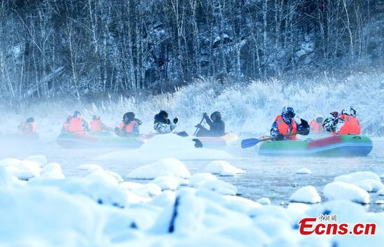 'Unfrozen river' attracts rafters in winter