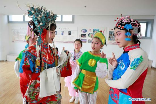 Opera Troupe performers teach local students Huangmei Opera in China's Jiangsu