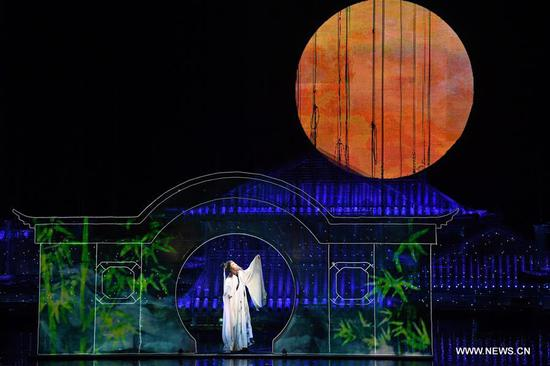 On-site performance 'Return to the Three Gorges' premiered in Chongqing
