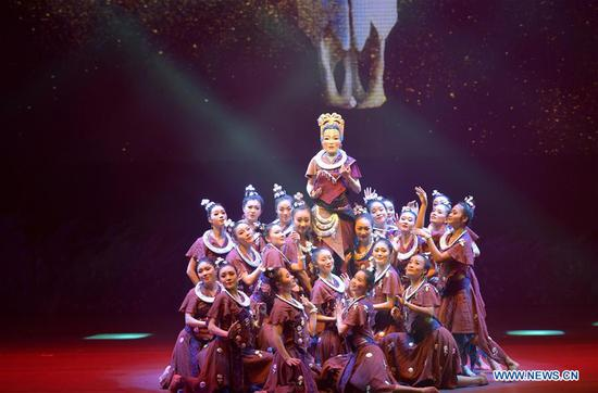 'Hometown of Dragon Boat Melody' premieres in China's Hubei