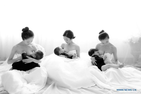 Photo provided by La Leche League-China shows mothers breastfeeding their children. (Xinhua/La Leche League-China)