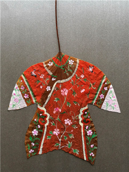Fallen leaves become colorful Chinese clothes