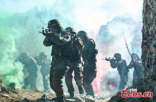 Special police in anti-terrorism drill in Tibet
