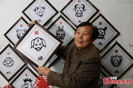 Deng Zhiyuan, master of 'Wushan Iron Calligraphy'